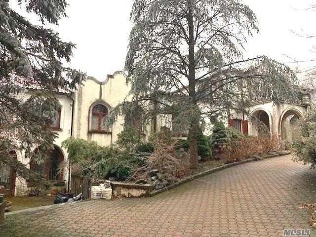 6 BR,  9.55 BTH Mediterranean style home in Harrison