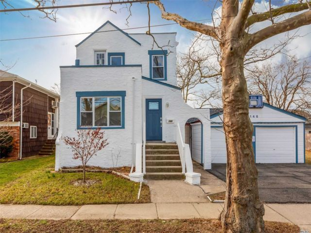4 BR,  2.00 BTH Colonial style home in Island Park