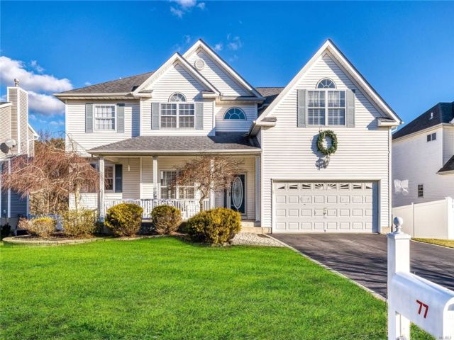 4 BR,  2.50 BTH Post modern style home in Manorville