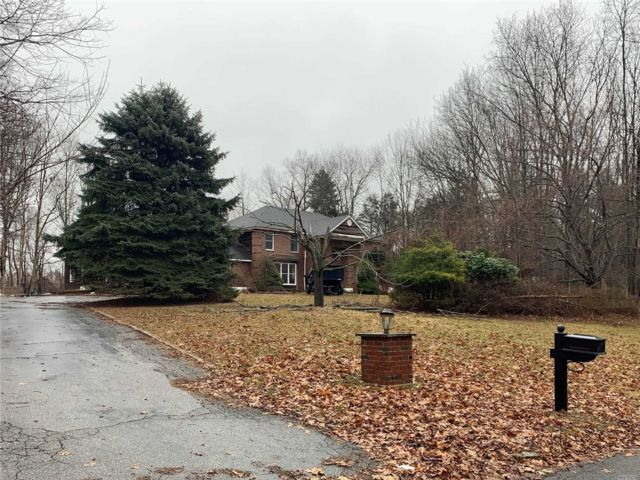 6 BR,  4.50 BTH Colonial style home in St. James