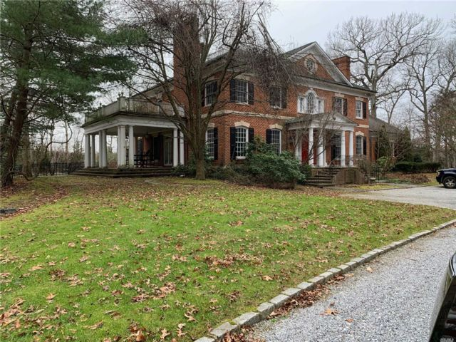 5 BR,  6.50 BTH  Colonial style home in Laurel Hollow