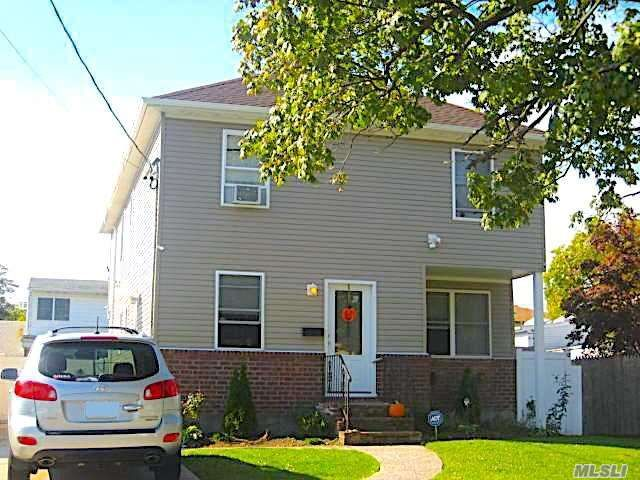 7 BR,  3.00 BTH Colonial style home in Uniondale