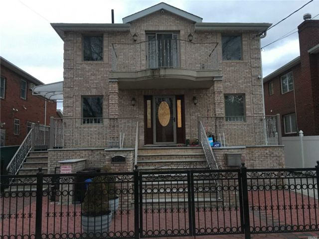 4 BR,  5.00 BTH Apt in house style home in Flushing