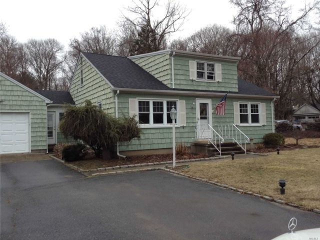3 BR,  1.00 BTH Ranch style home in Wading River