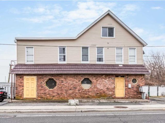 Studio,  0.00 BTH Free st bldg style home in Patchogue