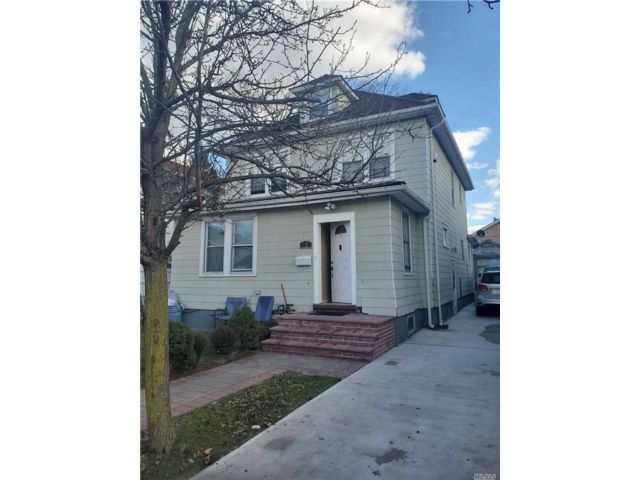 5 BR,  2.00 BTH 2 story style home in Flushing