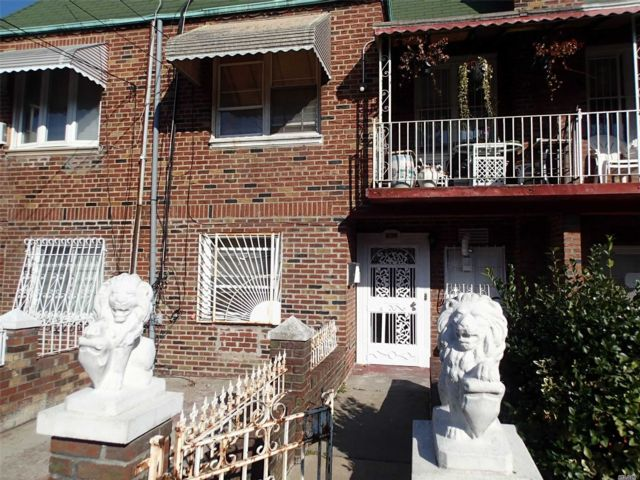 5 BR,  2.00 BTH 2 story style home in Canarsie