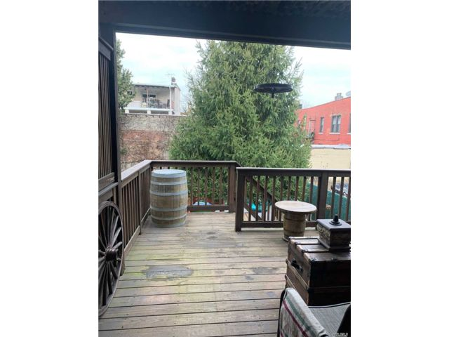 4 BR,  2.50 BTH 2 story style home in Maspeth