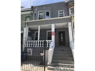 6 BR,  2.00 BTH Colonial style home in Claremont Park
