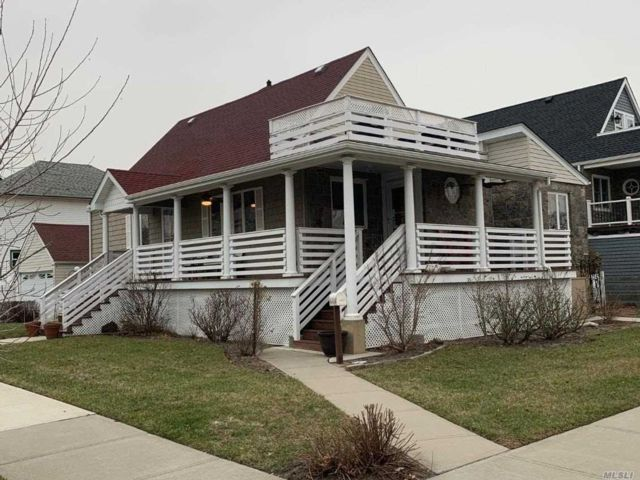 4 BR,  3.00 BTH Cape style home in Long Beach
