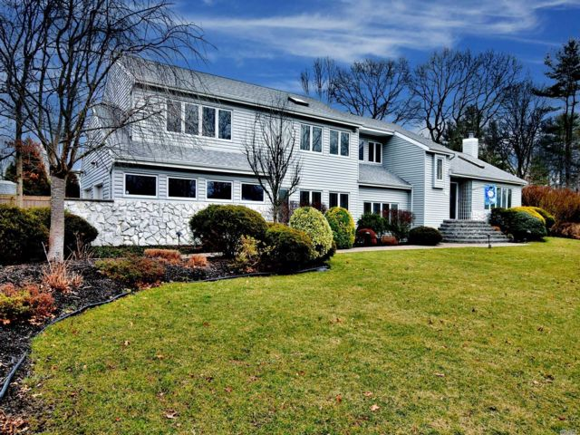 5 BR,  3.00 BTH  Contemporary style home in Nesconset