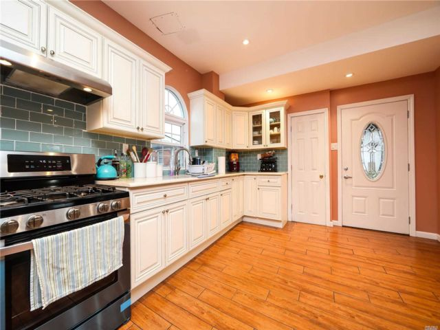 3 BR,  2.50 BTH Colonial style home in Valley Stream
