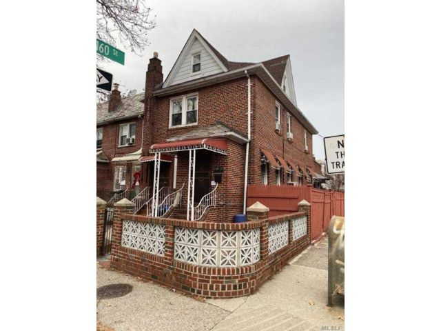 3 BR,  3.00 BTH Townhouse style home in Jamaica Estates