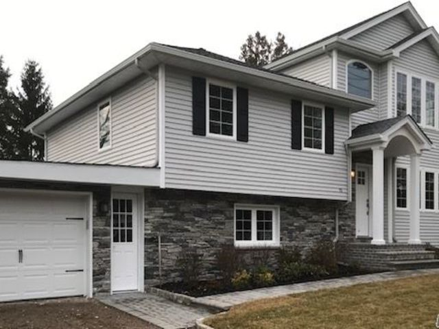4 BR,  3.00 BTH Split level style home in Syosset