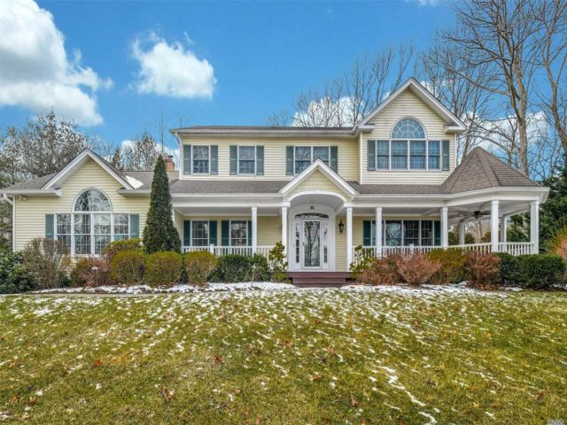 4 BR,  3.50 BTH Post modern style home in Northport