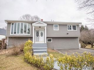 6 BR,  3.00 BTH  Hi ranch style home in Hauppauge
