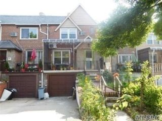 2 BR,  2.50 BTH Townhouse style home in Rego Park