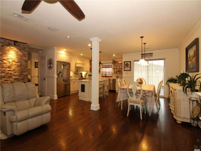 3 BR,  2.00 BTH Hi ranch style home in Plainview