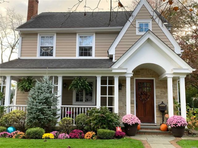 4 BR,  1.55 BTH Colonial style home in Rockville Centre