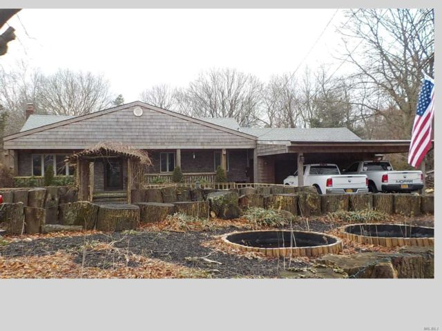 3 BR,  2.00 BTH Exp ranch style home in Medford
