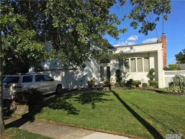 4 BR,  2.50 BTH Split style home in Baldwin