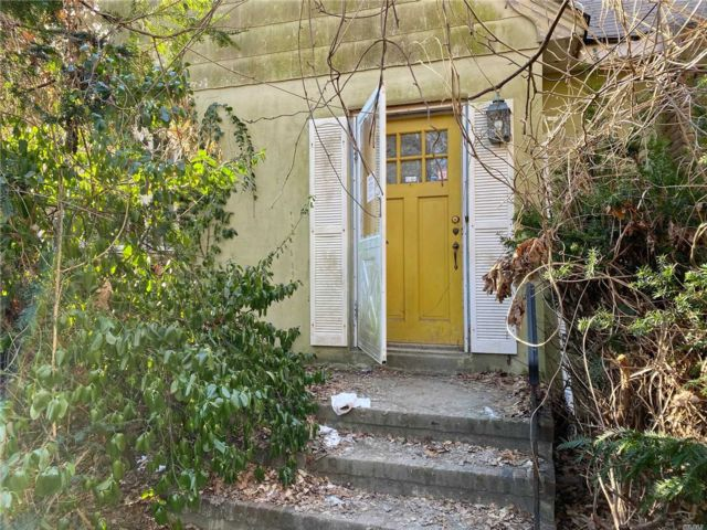 3 BR,  2.00 BTH Exp cape style home in Oakdale