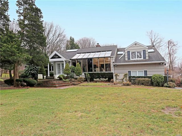 4 BR,  3.50 BTH Ranch style home in Brookville