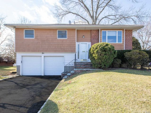 4 BR,  2.00 BTH Hi ranch style home in Jericho