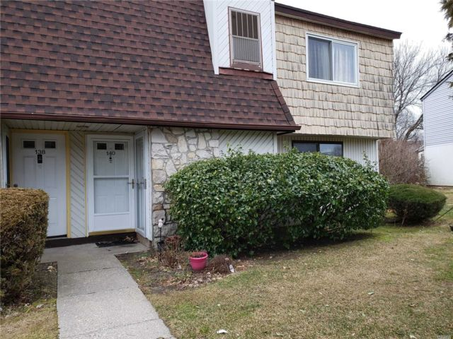 2 BR,  1.00 BTH Co-op style home in Coram
