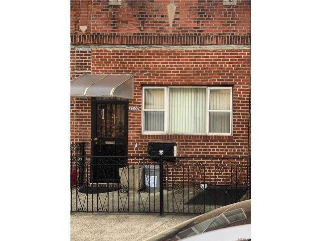 2 BR,  1.00 BTH  Ranch style home in Astoria