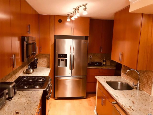 3 BR,  2.00 BTH Co-op style home in Bayside