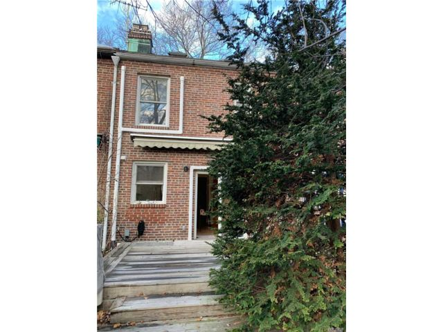 2 BR,  2.50 BTH 2 story style home in Sunnyside