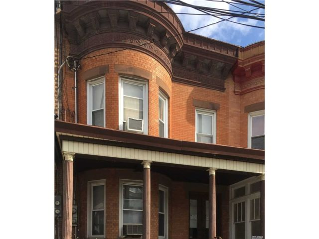 7 BR,  2.00 BTH Townhouse style home in Woodhaven