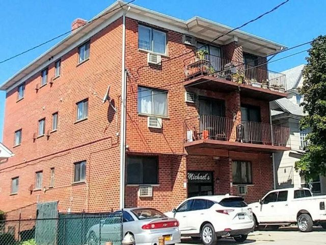 11 BR, 10.00 BTH Apartment style home in College Point