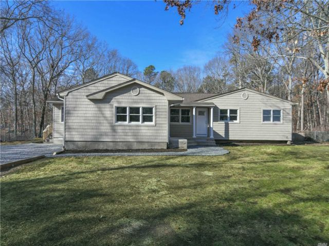 4 BR,  3.00 BTH Ranch style home in Coram