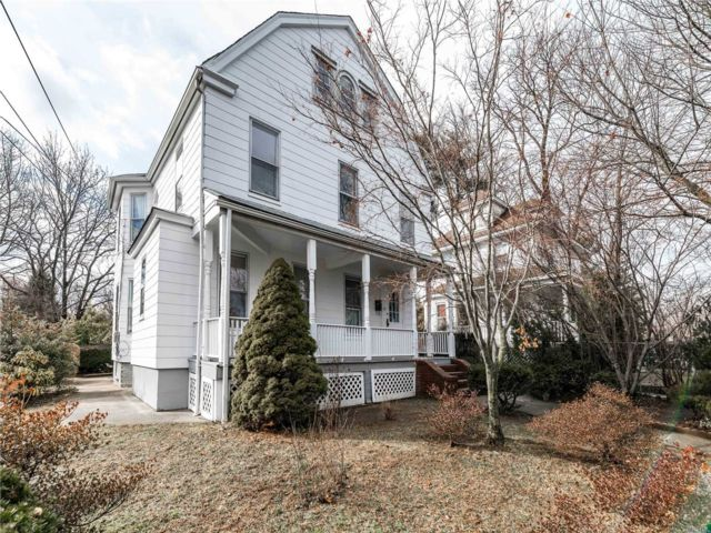 4 BR,  3.00 BTH Colonial style home in Sea Cliff