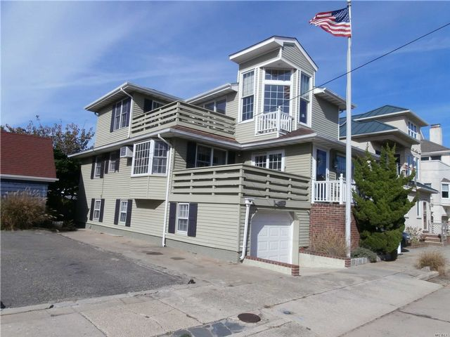 4 BR,  3.00 BTH Nantucket style home in Point Lookout