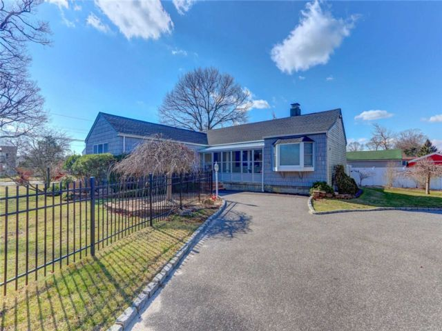 [East Islip Real Estate, listing number 3103665]