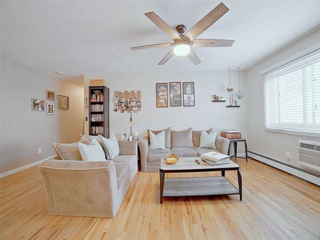 1 BR,  1.00 BTH Co-op style home in Islip