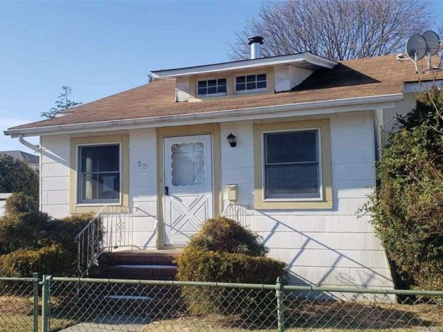 3 BR,  1.00 BTH Bungalow style home in Lynbrook