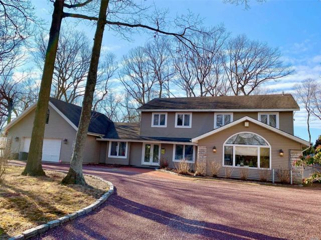 5 BR,  3.00 BTH  Colonial style home in Lake Grove