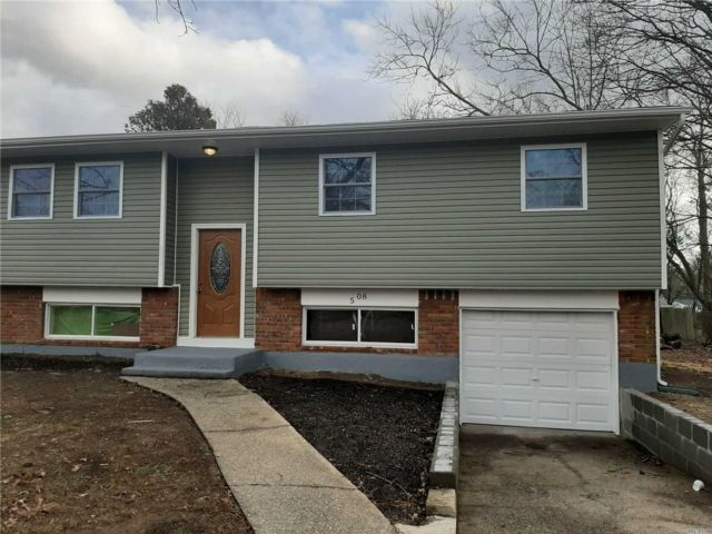 6 BR,  2.00 BTH Hi ranch style home in Central Islip