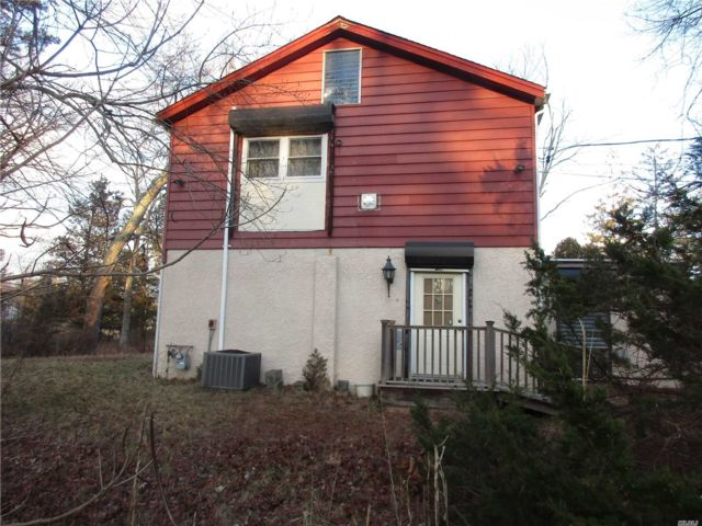 2 BR,  2.55 BTH  2 story style home in Flanders