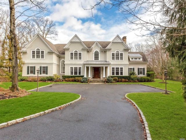 5 BR,  5.50 BTH Colonial style home in Oyster Bay Cove