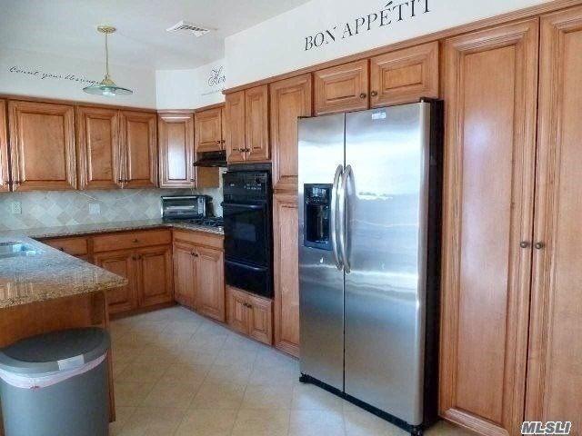 4 BR,  4.00 BTH Duplex style home in Long Beach