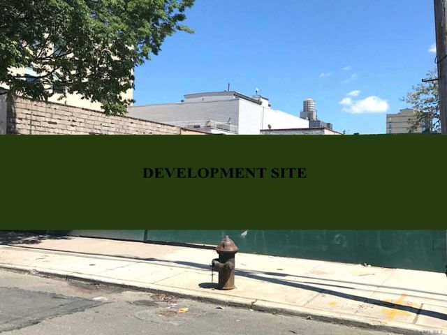 Lot <b>Size:</b> 75 x 100.83  Land style home in Long Island City