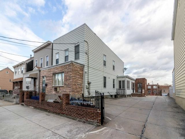 6 BR,  3.00 BTH  2 story style home in Middle Village