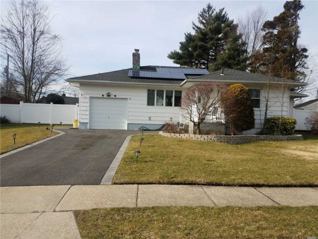 4 BR,  3.00 BTH  Exp ranch style home in Syosset