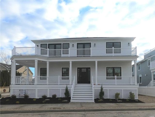 4 BR,  3.00 BTH  Estate style home in Point Lookout