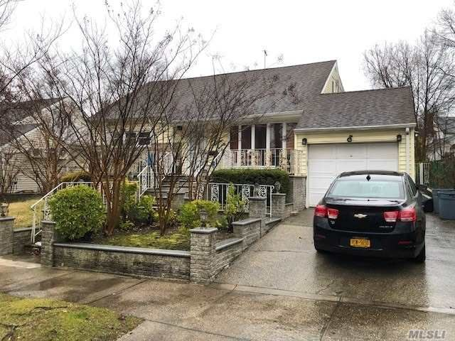 6 BR,  2.00 BTH Exp cape style home in Bayside